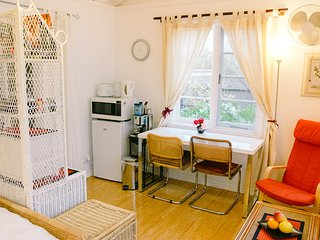 Charming Studio with Microwave and Washing Machine - Cottesloe vacation rentals