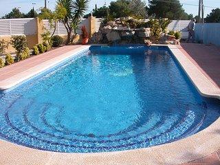 Se alquila chalet con jardín y piscina privada - L'Ametlla de Mar vacation rentals