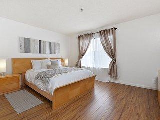 LUXURIOUS 2 BEDROOM CONDO IN OAKLAND - Oakland vacation rentals
