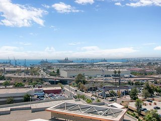 Bayside Views from Central Condo w/ Balcony and Pool - National City vacation rentals