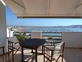 Prime location! 3 bedroom apartment with Bay view - Sao Martinho do Porto vacation rentals