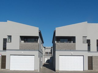 Three Bedroom Townhouse, centrally located. Cosy - Walvis Bay vacation rentals