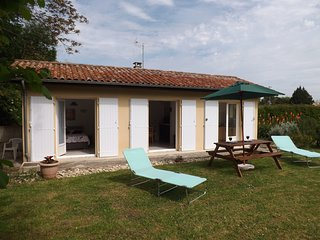 Romantic Gite in Cahuzac with Satellite Or Cable TV, sleeps 4 - Cahuzac vacation rentals