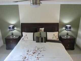 Spacious 2BR/2BA Condo. Mins from IMG & Beaches - Bradenton vacation rentals