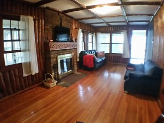 Woodlawn Cottage retreat on beautiful Chisago Lake - Lindstrom vacation rentals