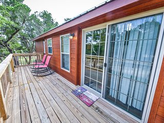 Nice Cottage with Deck and A/C in Austin - Austin vacation rentals