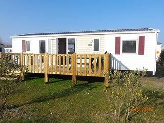 Nice Bungalow with Internet Access and Children's Pool - Saint-Jean-de-Monts vacation rentals