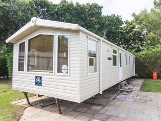 HHHV – 80012 Conifer Court – Beautiful caravan - Hopton on Sea vacation rentals