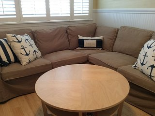Gorgeous 2 bedroom Apartment in Avalon with Deck - Avalon vacation rentals