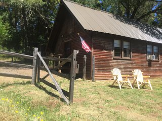 Crater Lake BUNKHOUSE on 100 acre ranch near Rogue River - Crater Lake vacation rentals