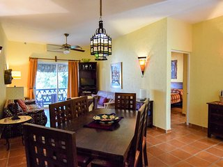 LAS FLORES GIRASOL - secure parking space included - Playa del Carmen vacation rentals
