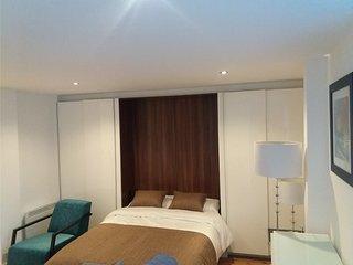 Modern Studio Apartment, Hayes, London - Hayes vacation rentals