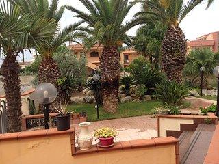 Comodo appartamento indipendente in villa - Collepasso vacation rentals