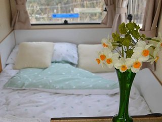 Caravan in rural Sussex. A Getaway - Burwash vacation rentals