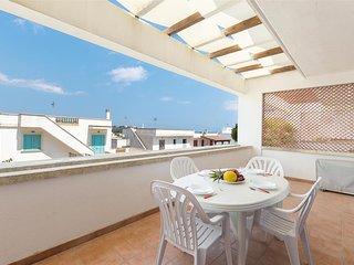 Beautiful 1 bedroom Leuca Apartment with A/C - Leuca vacation rentals