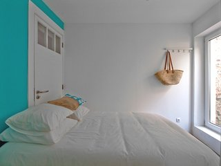 2 Bedroom apartment, 50m from beach - Paco de Arcos vacation rentals