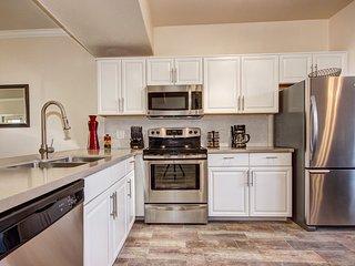 * Luxury 3 BR condo in North Scottsdale w/garage* - Scottsdale vacation rentals