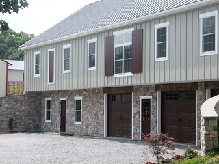 Comfortable 1 bedroom Barn in Gordonville - Gordonville vacation rentals