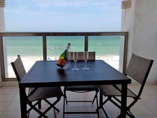 Cozy 3 bedroom Apartment in Progreso with Balcony - Progreso vacation rentals