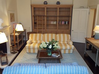 South Kensington Apartment Ground Floor - London vacation rentals