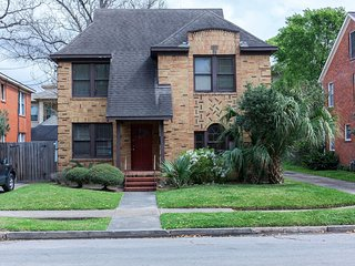 River Oaks Shopping Center Area close to Downtown - Houston vacation rentals