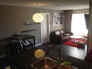 Fully Furnished 3bed 2Bath Lakeview evrything incl - Calgary vacation rentals