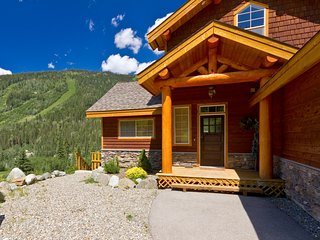 Perfect Chalet with Deck and Internet Access - Sun Peaks vacation rentals