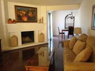 BEAUTIFUL 2 BED, 2 BATH, 2 CAR GARAGE, WITH YARD! - Citrus Heights vacation rentals