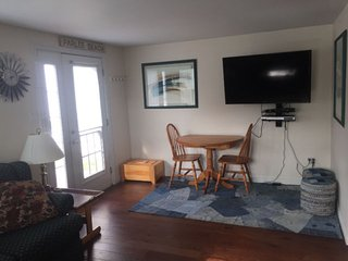 Cozy 2 bedroom Shediac House with Internet Access - Shediac vacation rentals