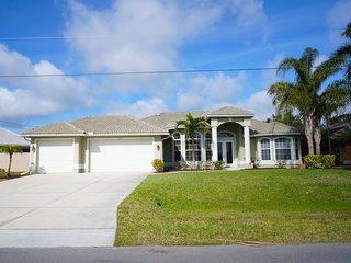 Villa Lazy Daze,Cape Coral 3b/2ba deluxe home - Cape Coral vacation rentals