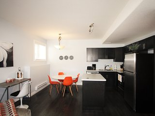 Elegant Suite near Airport 2Bd 1Br- Parking, Wifi, - Saskatoon vacation rentals