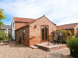 WOLD'S VIEW, patio with BBQ, walks from the door, pet-friendly, Louth, Ref 22023 - Louth vacation rentals