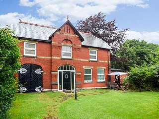 SOUTHPORT COACH HOUSE, detached, garden, WiFi, in Southport, Ref 23051 - Southport vacation rentals