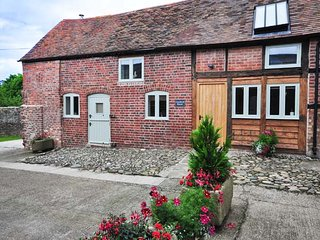 CHATFORD ROOST  barn conversion, en-suites, WiFi, woodburner in Shrewsbury Ref 928745 - Shrewsbury vacation rentals