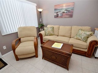 Tropic Breezes 12, 1 Bedroom, Pool View, BBQ Area, WiFi, Sleeps 4 - Madeira Beach vacation rentals