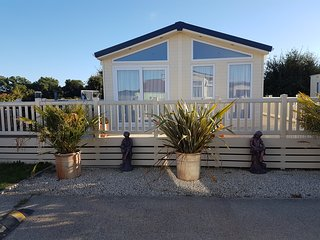 Cozy 2 bedroom Hayling Island Lodge with Television - Hayling Island vacation rentals