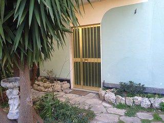 appartamento in casa bifamiliare zona centrale - Roccella Ionica vacation rentals