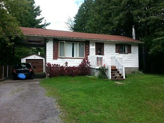 Cottage style bungalow Bullfrog Cottage. - Ottawa vacation rentals
