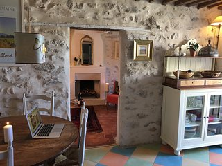 Romantic townhouse in centre of Vaison la Romaine - Vaison-la-Romaine vacation rentals