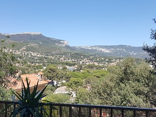 Nice Condo with Internet Access and Central Heating - Toulon vacation rentals