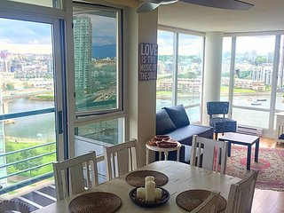 Ocean View Marinaside Yaletown (3 months min) - Vancouver vacation rentals