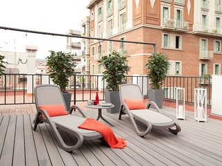 1 bedroom luxury penthouse in Barcelona center with a wide private terrace - Barcelona vacation rentals