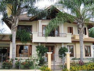 A casa mais completa de Jurere!! São 6 dormitórios - Jurere vacation rentals