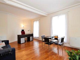 115156 - Appartement 2 personnes Dupleix - Motte P - 7th Arrondissement Palais-Bourbon vacation rentals