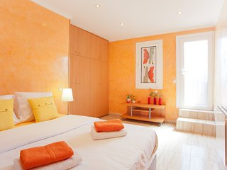 BCN center 2 bd + ROOF terrace - Barcelona vacation rentals