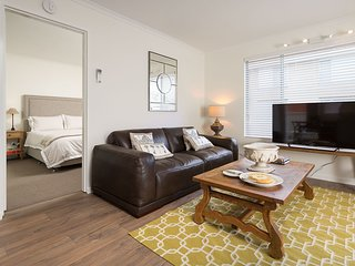 Nice 2 bedroom Albury Apartment with Internet Access - Albury vacation rentals