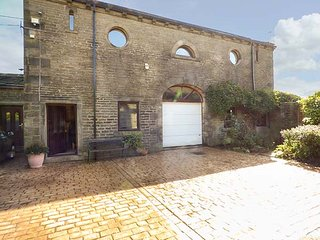 THE LOFT, romantic studio barn conversion, with Jacuzzi bath, WiFi and patio, Hebden Bridge, Ref 940766 - Hebden Bridge vacation rentals