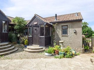 THE OLD PARLOUR barn conversion, working dairy farm, WiFi, country walks, Winford, Ref 942607 - Winford vacation rentals