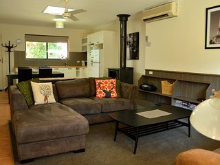 Bright 2 bedroom Bright Apartment with Television - Bright vacation rentals