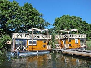 Ferienfloss Wesenberg - das schwimmende Bootshaus - Wesenberg vacation rentals